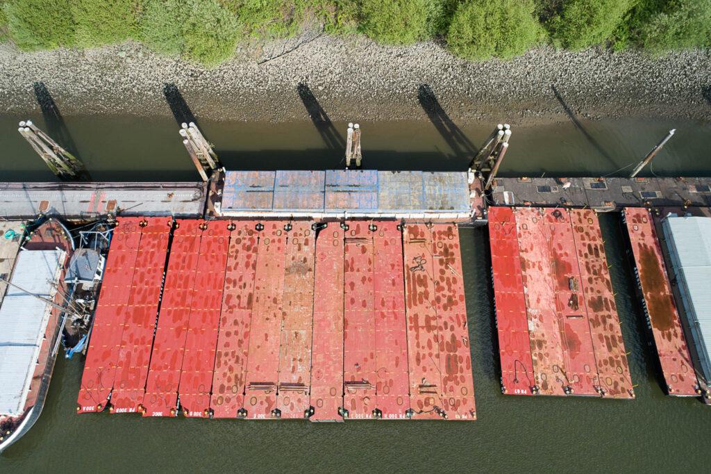 Schutenbetrieb im Travehafen, Hamburg
